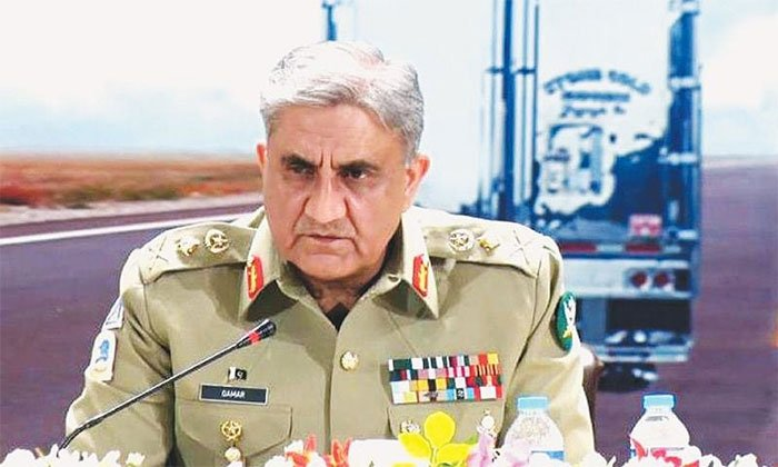 Army Chief visits Locust control center in Rawalpindi