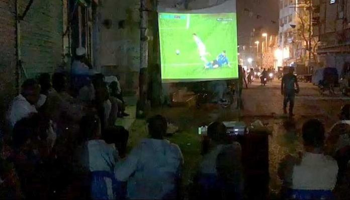 Watch: Avid football fans in Karachi relish Euro Cup final on large screens
